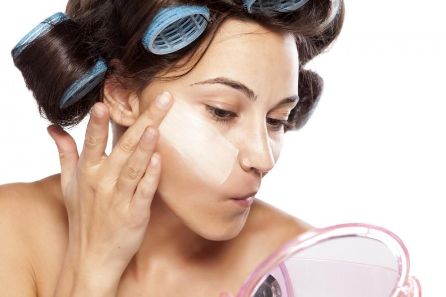 jak poprawić owal twarzy za pomocą makijażu