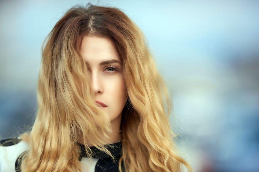 jak dbać o rozdwojone końcówki włosów